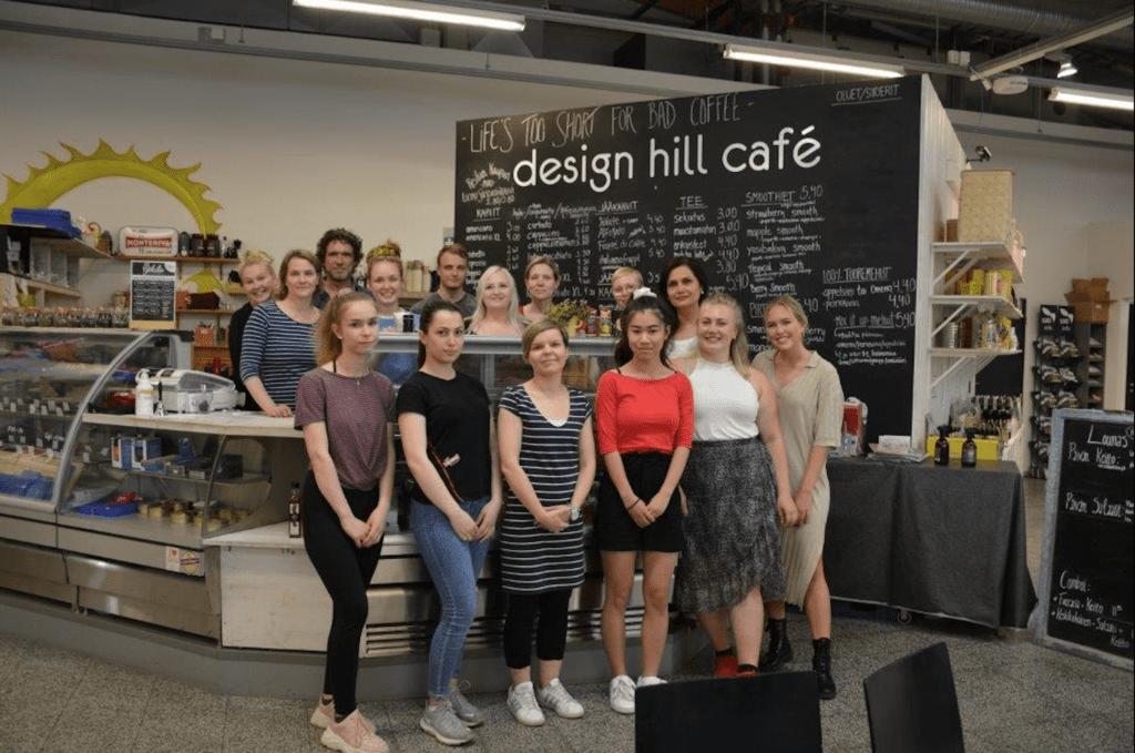taukopaikka Design Hill kahvilan henkilökunta