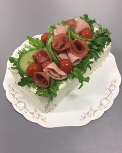 Voileipäkakku, Laktoositon | Design Hillin oman leipomon kakku